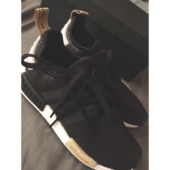 Le adidas nmd r1 donne 75 poshmark